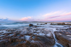 Północ kędzioru kędzioru plaża przy wschodem słońca Fotografia Stock