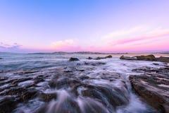 Północ kędzioru kędzioru plaża przy wschodem słońca Fotografia Royalty Free