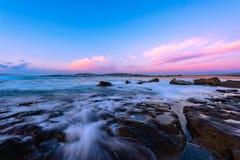 Północ kędzioru kędzioru plaża przy wschodem słońca, Sydney Australia Obraz Royalty Free