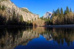 Północna kopuła i połówki kopuła, Yosemite park narodowy, Kalifornia, USA Obraz Royalty Free