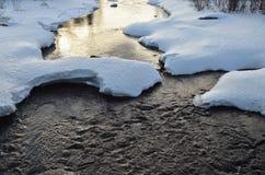 Północna Rosyjska rzeka przy zmierzchem w wczesnej wiośnie Obrazy Royalty Free