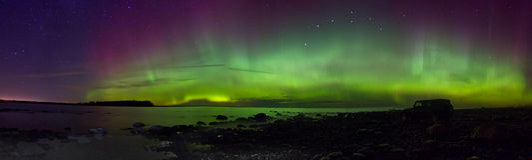 Północni światła na jeziornym Ladoga, Rosja, Listopad 03, 2015, podróż dżipa Wrangler Zdjęcie Royalty Free