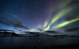 Północni światła Spitsbergen, Svalbard - Arktyczny krajobraz - Zdjęcia Stock