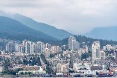 Północni brzeg zarząd miasta w Vancouver, przez od Stanley parka i węgla schronienia obrazy stock