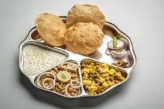 Północny indyjski jedzenie słuzyć w thali lub talerzu Fotografia Royalty Free