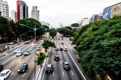 Późne popołudnie widok duża aleja w Sao Paulo, Brazylia Zdjęcie Royalty Free