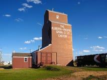 Późnego Popołudnia światło na Historycznej Zbożowej windzie przy Rycynowym, Alberta zdjęcia stock