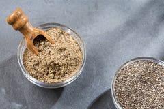 Pó do chia e sementes orgânicos - hispanica de Salvia Fotografia de Stock