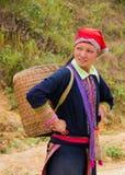 Północna Wietnamska kobieta niesie pustego kosz na ona z powrotem Obraz Royalty Free