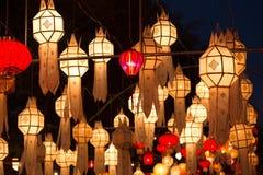 Północni Tajlandzcy Stylowi lampiony przy Loi Krathong festiwalem Zdjęcia Stock
