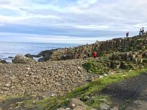 Północny - Ireland oceanu sceneria, giganta droga na grobli Fotografia Stock