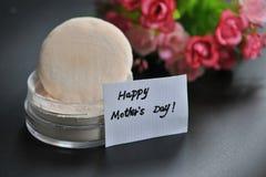 Pó pressionado com o cartão do dia de mães Imagem de Stock