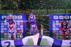 Pódio da raça Celebrações dos cavaleiros Da esquerda - Joonas Kylmaekorpi, Grigorij Laguta, Emil Saifutdinov Imagens de Stock Royalty Free