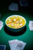 Póker y alimento fotografía de archivo