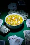 Póker y alimento foto de archivo