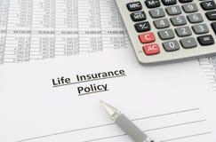 Póliza de seguro de vida Imágenes de archivo libres de regalías