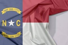 Pólnocna Karolina tkaniny flaga zagniecenie z biel przestrzenią i krepa obraz royalty free