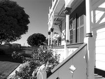 Pórche de entrada con el pasamano Imagen de archivo