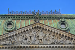 Pórtico com bas-relevo da escola central do desenho técnico do barão Shtiglits em St Petersburg, Rússia Fotografia de Stock