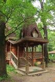 Pórtico de madera de la casa Fotos de archivo