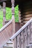 Pórtico de madera del edificio ruso viejo Fotografía de archivo