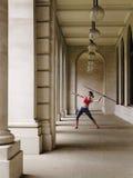 Pórtico de Throwing Javelin In del atleta de sexo femenino Fotografía de archivo