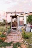 Pórtico del hogar rural dilapidado Imagen de archivo libre de regalías