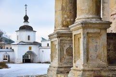 Pórtico del templo y de las puertas fotos de archivo libres de regalías