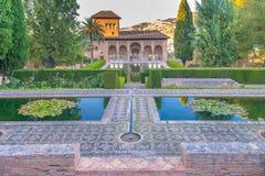 Pórtico do palácio no EL Partal em palácios de Nasrid dos jardins, Alhambra, Granada fotos de stock royalty free