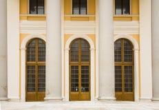 Pórticos clásicos con las columnas. Fotos de archivo libres de regalías
