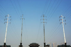Pôle électrique avec le ciel photo stock