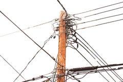 Pôle de service avec des cables électriques et des transformateurs Image libre de droits