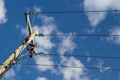 Pôle et câbles de pouvoir Images stock