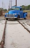 Pôles de téléphone, piste de train, camion Images stock