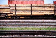 Pôles de téléphone sur un train Photographie stock