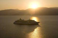 Pôr-do-sol do navio de cruzeiros Imagens de Stock