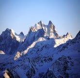 Pôr-do-sol no mt nevado, Cáucaso do norte em Elbrus imagem de stock