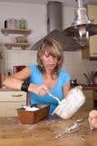 Põr a massa de pão do bolo nela é formulário Imagem de Stock