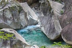 Pöl av vatten på floden Arkivfoto