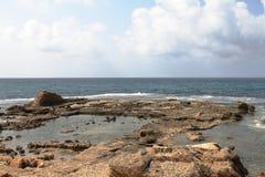 Pöl - Caesarea - Israel Arkivbilder