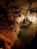 Pöl i en tänd grotta royaltyfri fotografi