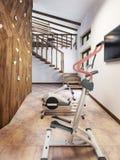 Pöl i ett privat hus med idrottshall- och klättringväggen i vinden s Arkivfoto