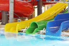 Pöl med klart vatten och mång--färgade vattenglidbanor fotografering för bildbyråer
