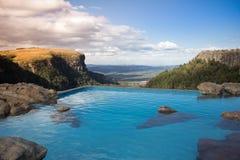 Pöl med spektakulär sikt över dalen Arkivfoto