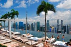 Pöl på det Marina Bay Sands hotellet Arkivbilder