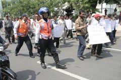 Público del aumento de la tarifa del vehículo de la basura de la acción de la protesta de los motoristas Fotos de archivo libres de regalías