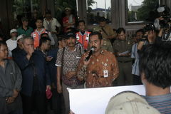Público del aumento de la tarifa del vehículo de la basura de la acción de la protesta de los motoristas Fotos de archivo