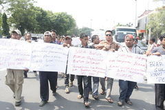 Público do aumento da tarifa do veículo da recusa da ação do protesto dos motoristas Foto de Stock