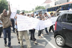 Público do aumento da tarifa do veículo da recusa da ação do protesto dos motoristas Imagem de Stock Royalty Free