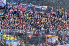 Público e técnicos na linha final da trilha do EL mais tarter, Andorra do aliga na raça 58 do FIS Ski World Cup alpino fotografia de stock